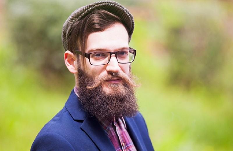 Борода лопатой и галстук-бабочка: 7 деталей мужского стиля, которые всех достали