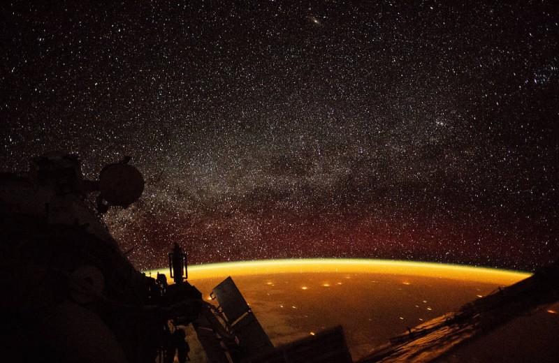 Золотая аура Земли: взгляд с МКС