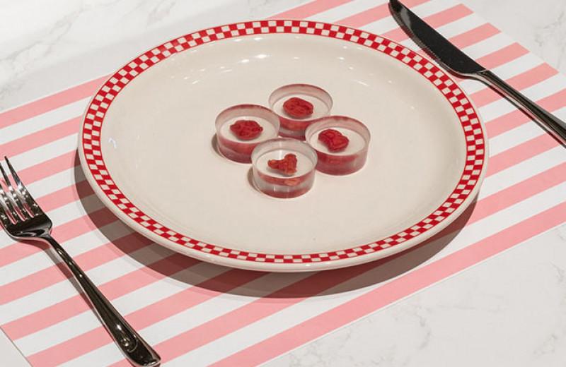 «Это не каннибализм, это просто поедание себя»: ученые и дизайнеры создали стейк, выращенный из клеток человека