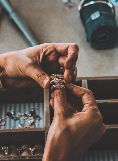 Гадание на украшениях: простой способ узнать ближайшее будущее