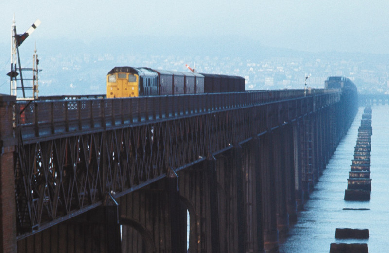 Крушение поезда на мосту через Тэй, крупнейшая железнодорожная авария в истории Великобритании