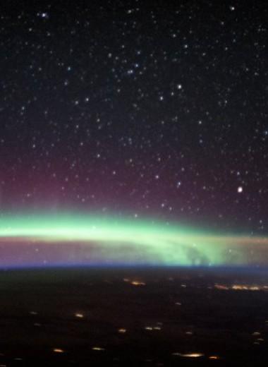 Снимок с МКС запечатлел сразу два волшебных земных явления