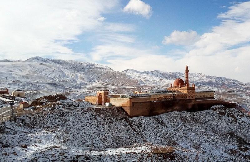Одна вокруг света. Турецкий каучсерфинг и дорога через снежный перевал