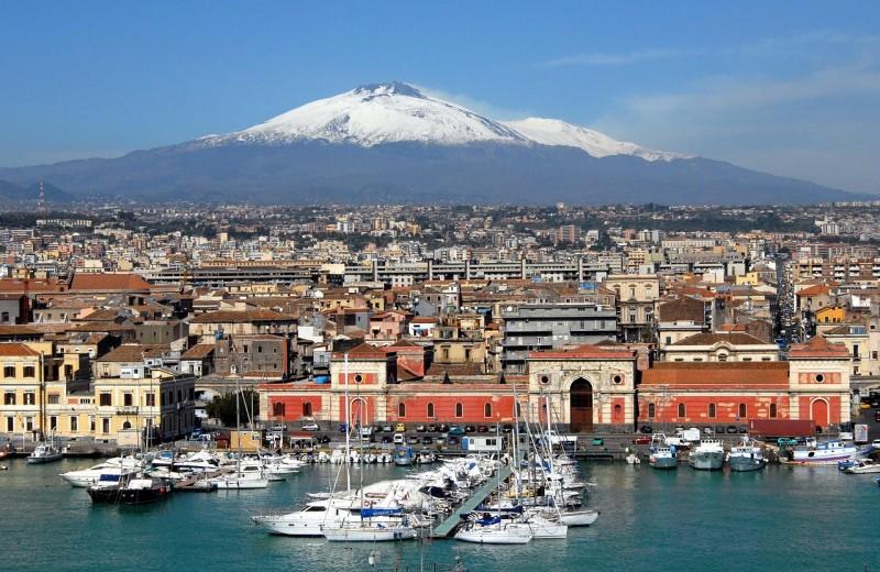 Вулкан Этна сползает в Средиземное море