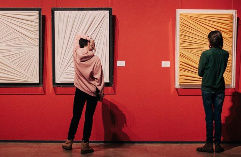 Джоконда для зумеров: мировые музеи жаждут молодой крови