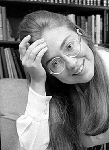 От студентки-хиппи до несостоявшегося президента: эволюция стиля Хиллари Клинтон