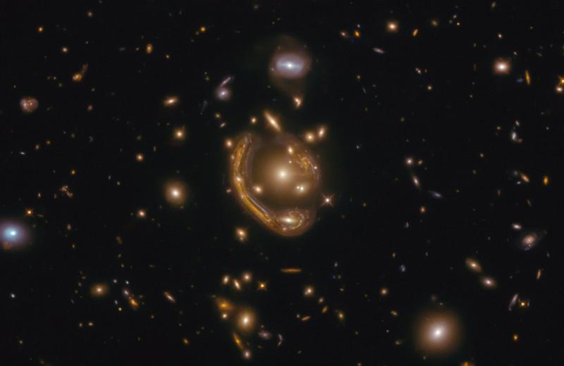 «Расплавленное кольцо»: новый фототрофей «Хаббла»