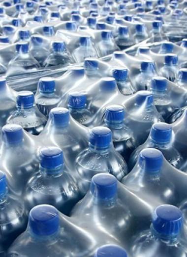 Бутилированная вода: чем вреден пластик и стоит ли переходить на фильтрованную воду