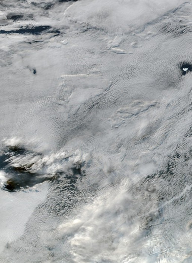 Облака окружили айсберг: фото