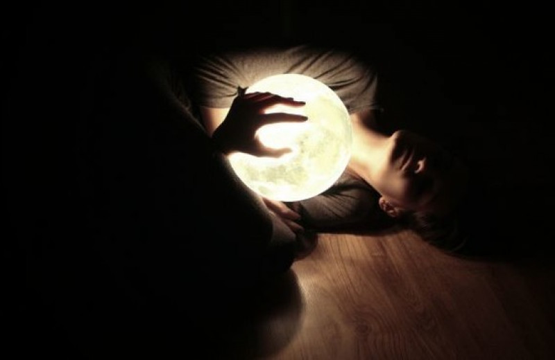 Недостаток сна делает нас одинокими?