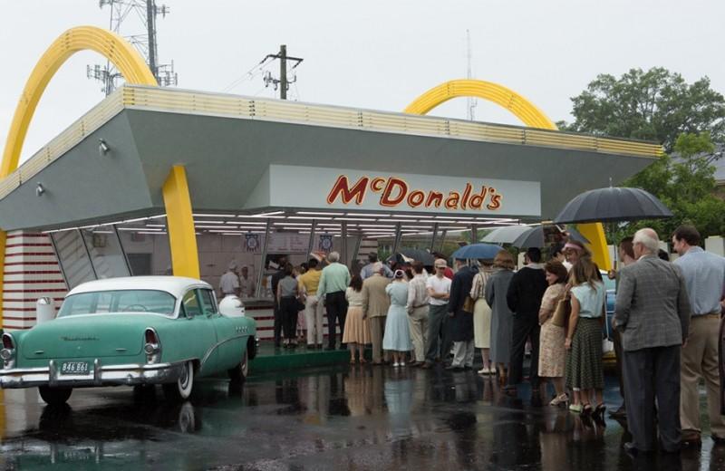 MAXIM рецензирует байопик «Основатель» о создателях сети McDonald's