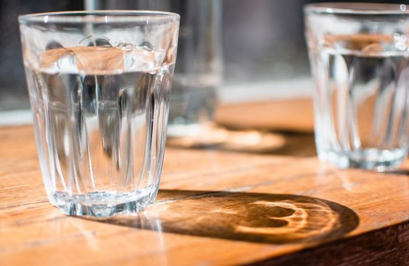 6 признаков, что ты пьешь слишком много воды (и это очень плохо)