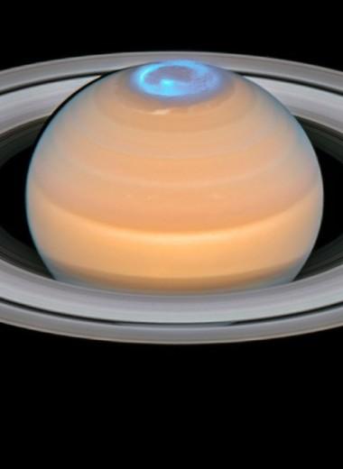 Северное сияние на Сатурне: уникальная съемка «Хаббла» и «Кассини»