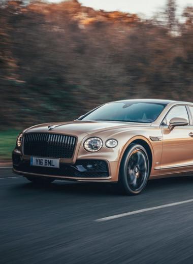 Сотни сил хотят на трек: как новый Bentley ищет баланс между драйвом и комфортом