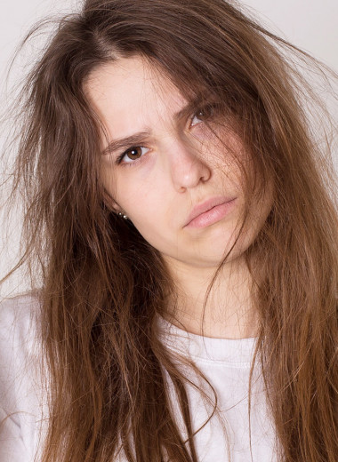 Почему твои волосы слабые: 5 ошибок ухода за кожей головы