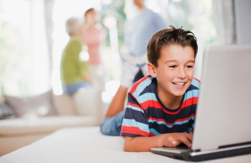 Футбол в зуме, музей в инстаграме, английский в скайпе: лучшие онлайн-занятия для детей и подростков