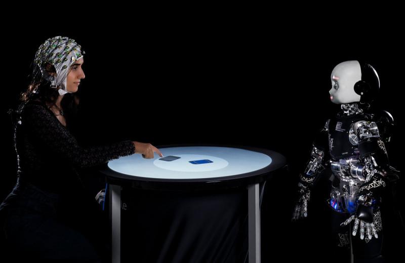 Взгляд робота заставляет нас менять свое решение