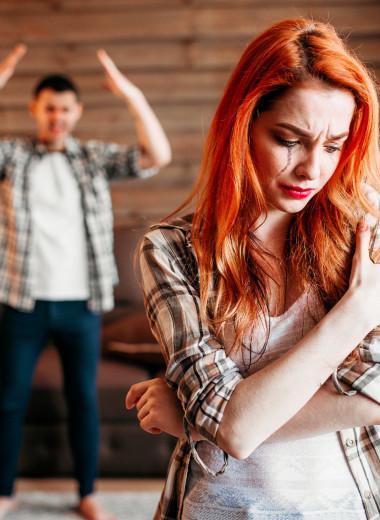 Почему они не уходят: есть ли вина женщины в том, что она живет с абьюзером?