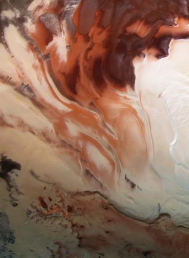 Под поверхностью Марса обнаружили целую сеть скрытых озер с жидкой водой
