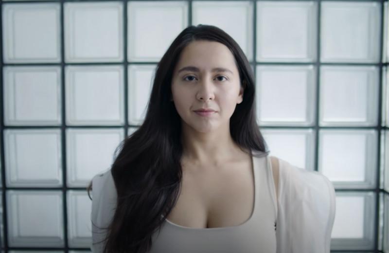 «Сама себе лейбл»: как певица Манижа борется со стереотипами и насилием и зарабатывает десятки миллионов рублей в год
