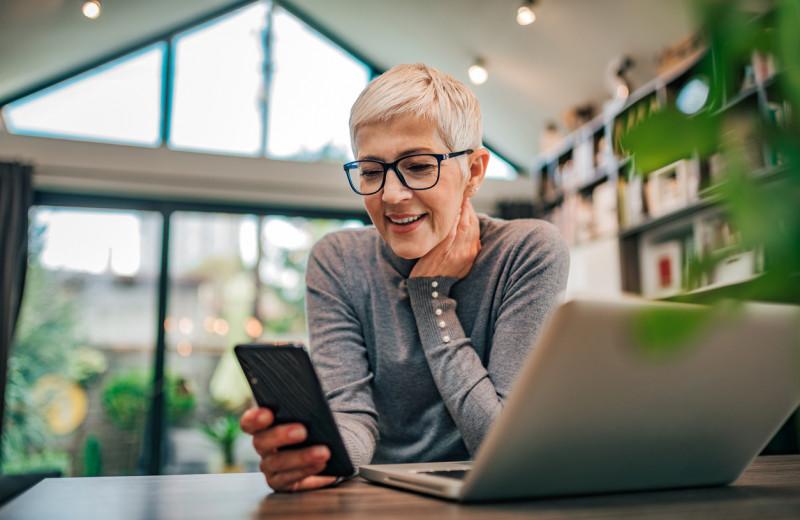 Исследование: для современных людей смартфон заменил дом