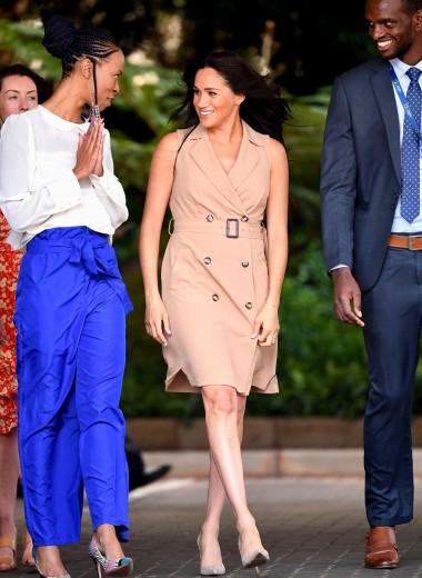 Меган Маркл в платье выше колен нарушила протокол на встрече со студентами