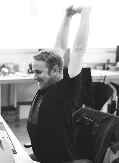 Когда в офисе все затекло: 9 спасительных упражнений для перерыва