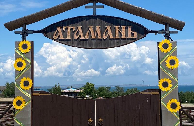 Казачья станица, уникальное кипарисовое озеро, винодельня с историей: куда съездить в Краснодарском крае активному туристу