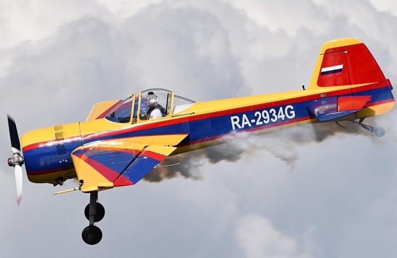 Петли, бочки и много дыма: на что способны пилотажные самолеты