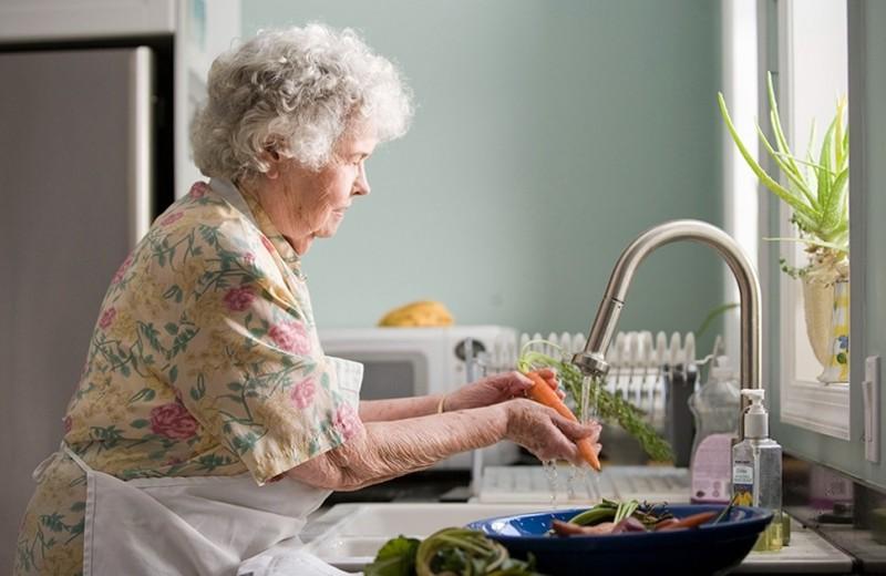 Как организовать жизнь пожилого человека на карантине