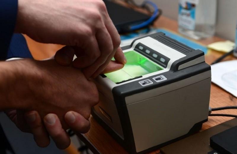 У иностранцев при въезде в Китай возьмут отпечатки пальцев