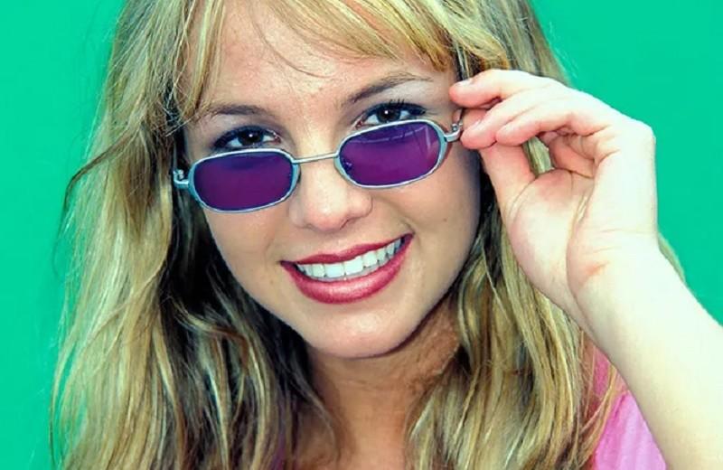 Свободу Бритни Спирс! Что случилось с певицей, и почему она просит о помощи