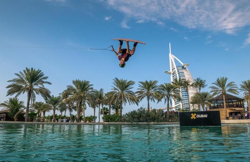 Вейкбординг в Madinat Jumeirah: исследуем отель вместе с Джей Би О'Нилом