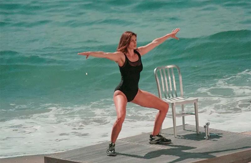 До сих пор работают! Лучшие упражнения из аэробики 90-х от Синди Кроуфорд