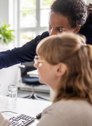Максимум менеджер: как стереотипы мешают женщинам начинать карьеру в IT