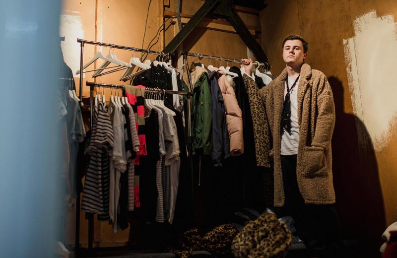 Субботник для гардероба: как разобрать шкаф и привести все вещи в порядок