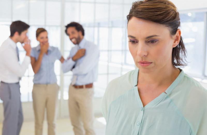 «Разведенка и истеричка»: почему женщинам дают обидные прозвища?