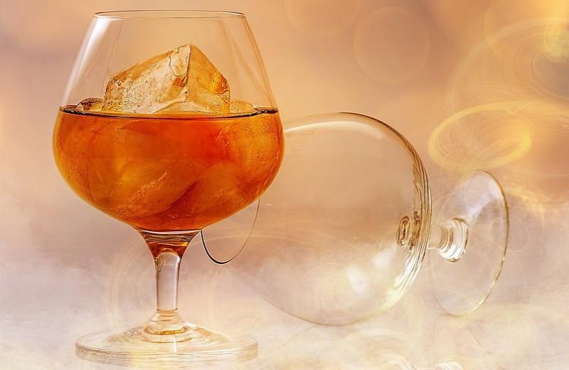 Как правильно пить бренди и чем закусывать этот крепкий и солидный напиток