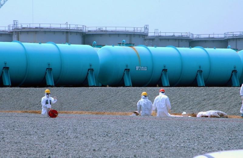 Министр окружающей среды Японии собирался сбросить радиоактивные отходы Фукусимы в океан. Его уволили