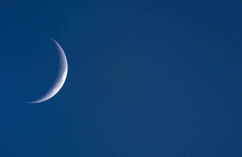Небесное шоу растущей Луны