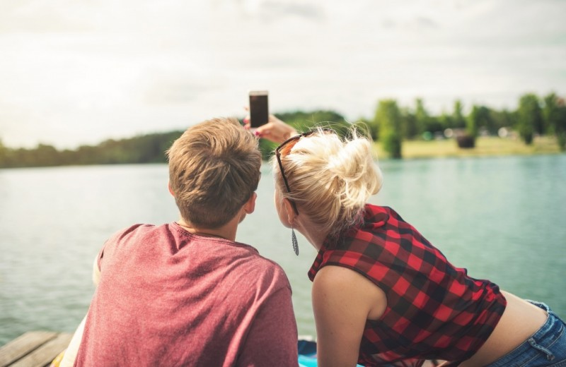 Как соцсети влияют на отношения? 4 главных эффекта, обнаруженных учеными