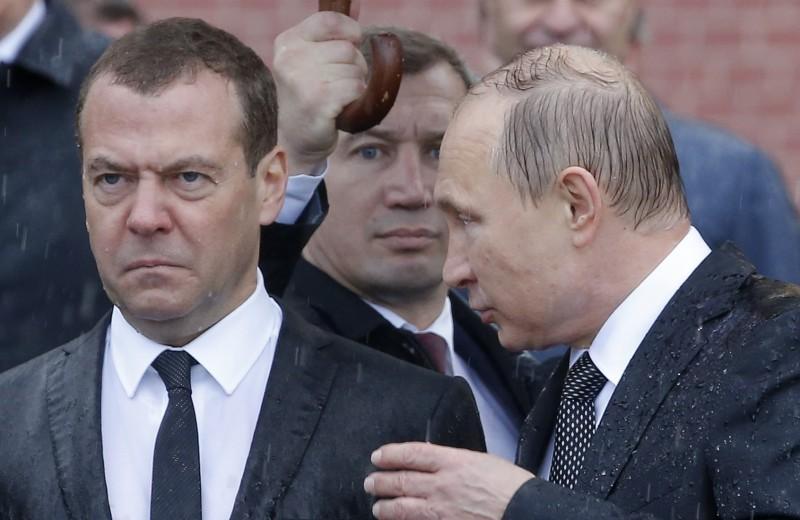 Уточка, пенсии и пармезан: чем запомнился Дмитрий Медведев во главе правительства