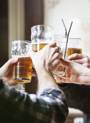 Бокал решает: меняет ли алкоголь нашу личность