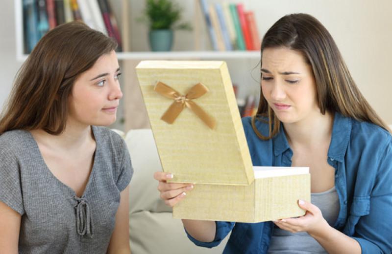 Неудачный подарок разрушил отношения двух подруг