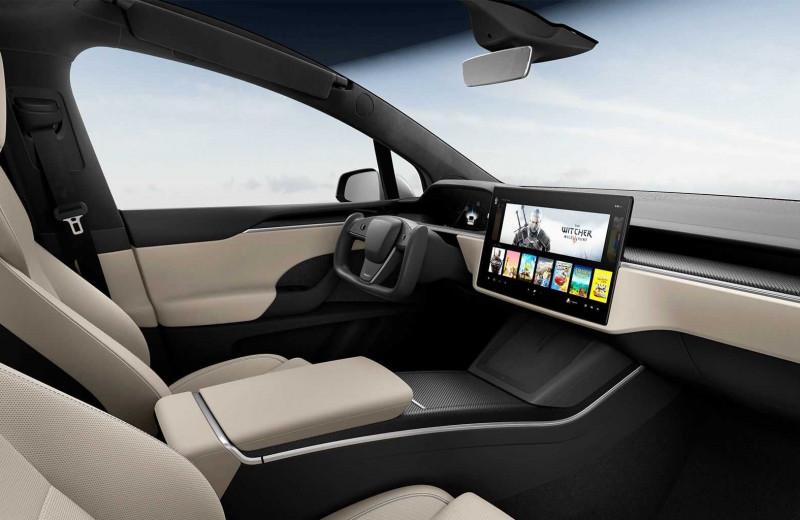 Tesla начала выпуск электромобилей без руля. Вместо него появился штурвал