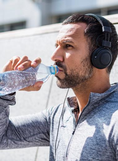 Что и как нужно пить во время занятий спортом