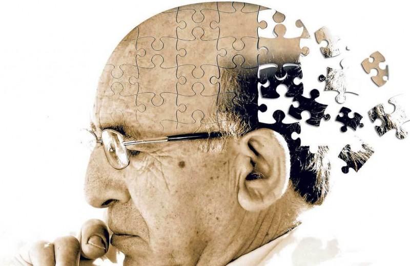 Что такое болезнь Альцгеймера и почему люди заболевают слабоумием