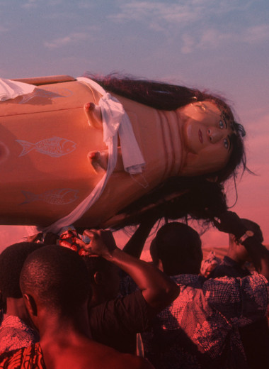 Невеста для покойника и посмертная вечеринка: самые странные похоронные обряды