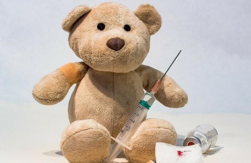 Спорный вопрос: нужно ли делать прививки детям и взрослым