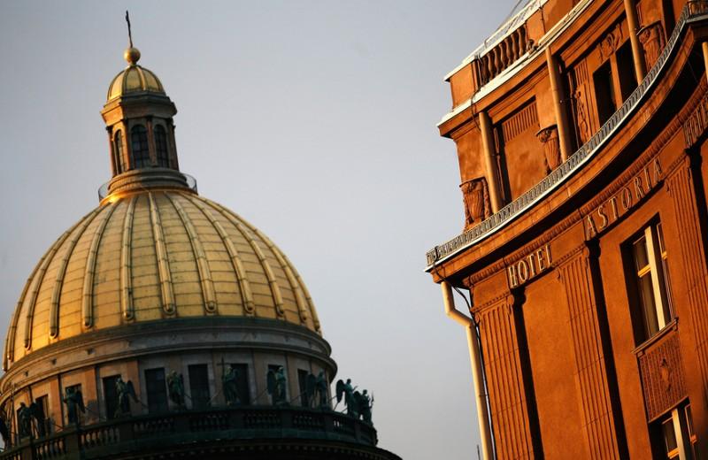 «Предстоит сложный безденежный год»: сколько рестораны и отели Петербурга потеряют из-за отмены ПМЭФ